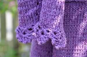 Strickmantel_violett_3_Knöpfe_Detail