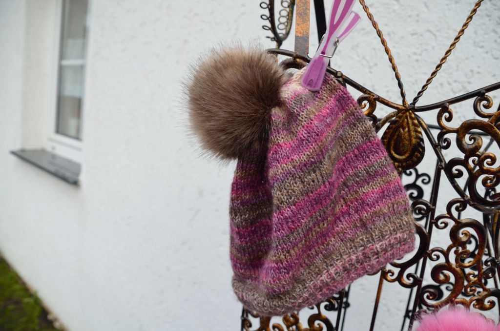 wooly_hat_rose_brown