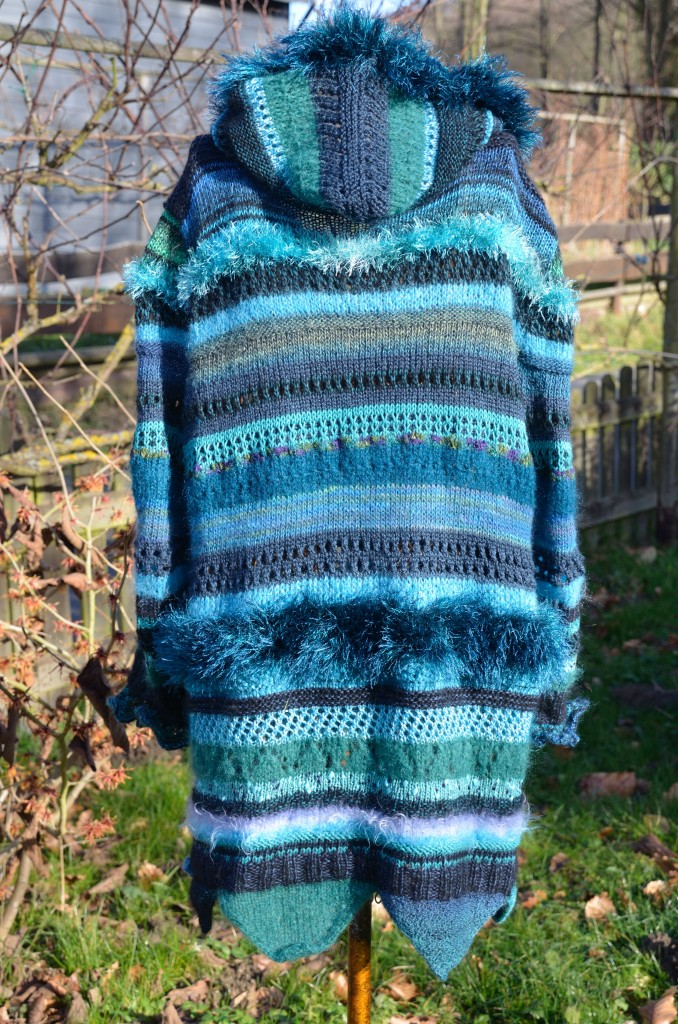 Cardigan_turkise_stripes_backside