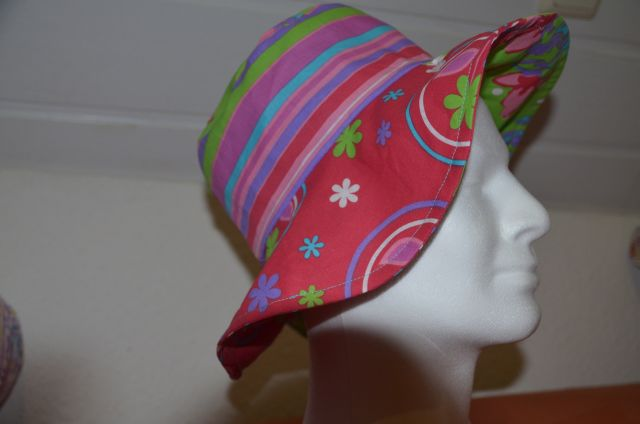 Carnival_Hat_red_green_11