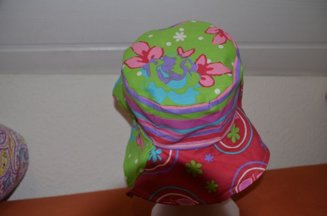 Carnival_Hat_red_green_12