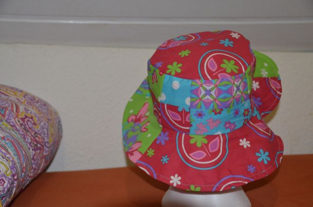 Carnival_Hat_red_green_9
